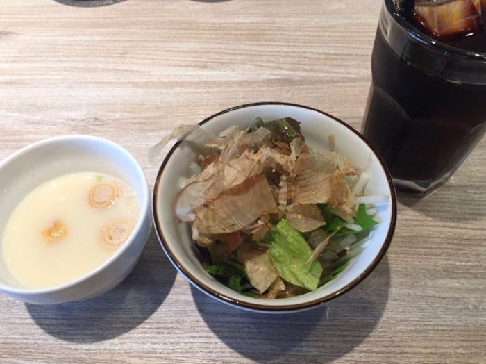 ひよりのパスタランチセットのサラダと豆乳スープ
