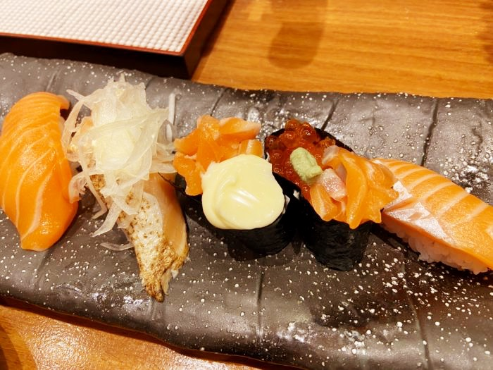もりもり寿司 サーモン5点盛り