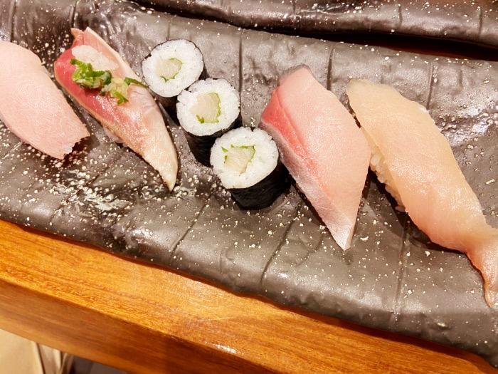 もりもり寿司 ぶり5点盛り